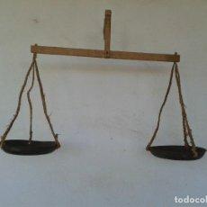 Antigüedades: ANTIGUA BALANZA ROMANA BASCULA PESA MADERA DE PERCADERO. Lote 148238334