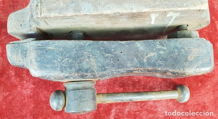 Antigüedades: CONJUNTO DE 2 SARGENTOS Y TORNILLO DE BANCADA PARA CARPINTERÍA. SIGLO XIX-XX. - Foto 14 - 148262050