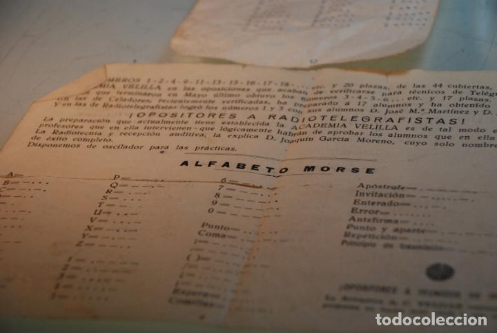 Antigüedades: LOTE TELÉGRAFO PARA CÓDIGO MORSE - CASCOS - PULSADOR CON CÓDIGO IMPRESO - HOJAS CON CÓDIGO - ETC.. - Foto 3 - 148289462