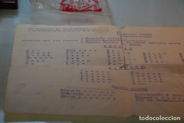 Antigüedades: LOTE TELÉGRAFO PARA CÓDIGO MORSE - CASCOS - PULSADOR CON CÓDIGO IMPRESO - HOJAS CON CÓDIGO - ETC.. - Foto 4 - 148289462