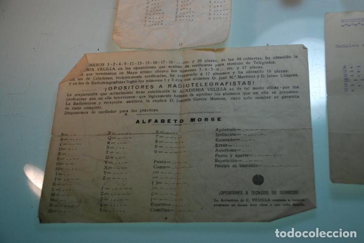 Antigüedades: LOTE TELÉGRAFO PARA CÓDIGO MORSE - CASCOS - PULSADOR CON CÓDIGO IMPRESO - HOJAS CON CÓDIGO - ETC.. - Foto 5 - 148289462