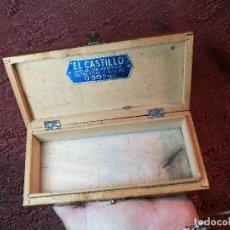 Antigüedades: ANTIGUA CAJA DE MADERA DISPENSADORA DE HOJAS DE AFEITAR EL CASTILLO,EXTRAFINA LUJO 0,50. Lote 148351518