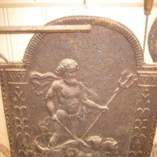 Antigüedades: ANTIGUA FRONTAL DE CHIMENEA DE LEÑA EN HIERRO FUNDIDO LABRADO.DIOS DEL FUEGO PIEZA ESPECTACULAR. Lote 148477530