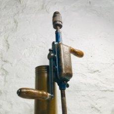Antiquitäten - TALADRO ANTIGUO MANUAL DE MANIVELA VAL D,OR CON MANGO GIRATORIO CON CABEZA HERRAMIENTA - 148627198