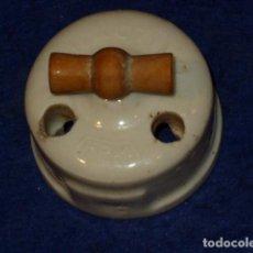 Antigüedades: ANTIGUO INTERRUCTOR DE PORCELANA.. Lote 148696106