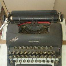 Antigüedades: MÁQUINA DE ESCRIBIR PORTÁTIL SMITH-CORONA CLIPPER AÑO 1944-45, CON MALETÍN. Lote 148779938