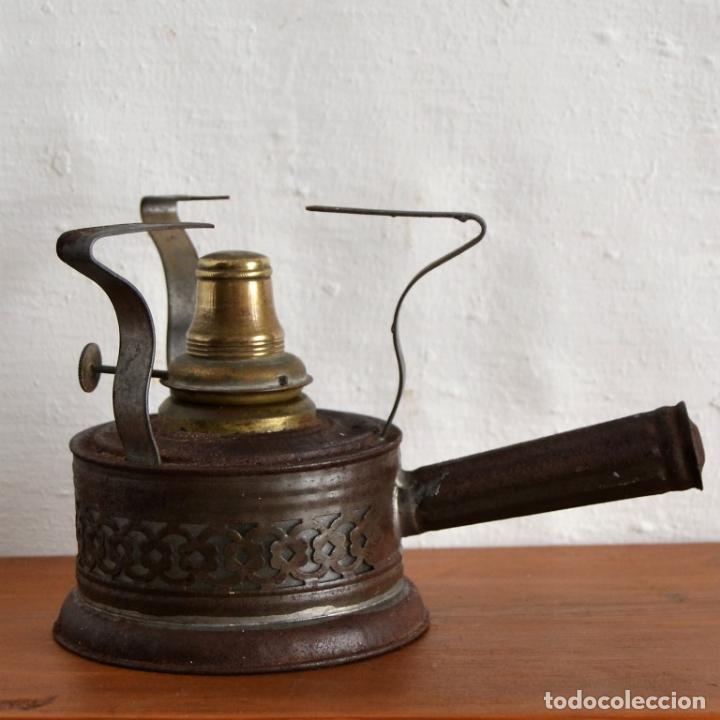 CURIOSO CALENTADOR QUEMADOR HORNILLO ENFERMERIA MEDICINA LABORATORIO LATON HIERRO INTERIOR DE VIDRIO (Antigüedades - Técnicas - Herramientas Profesionales - Medicina)