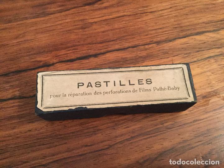 Antigüedades: AntiguA CAJA PASTILLES, marca Pathé-Baby. Años 20. REPARACIONDE FILMS - Foto 2 - 277016178