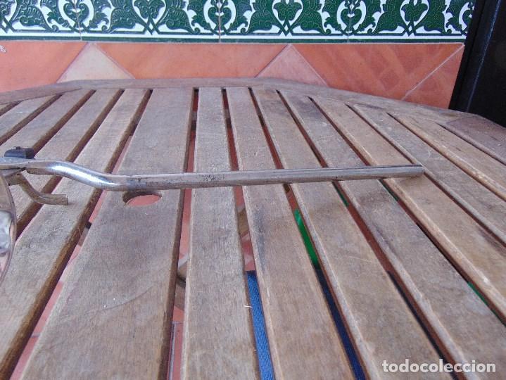 Antigüedades: PIEZA DE MEDICINA PARA COLOCAR EN CAMILLA O SIMILAR PARA PONER EL BRAZO PARA SACAR SANGRE - Foto 6 - 149040462