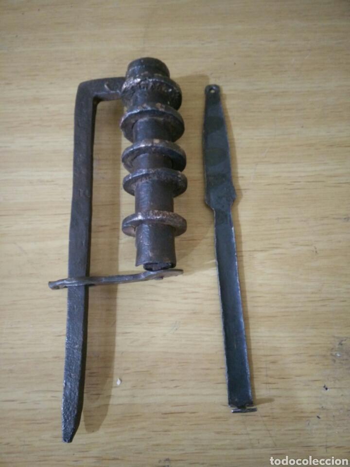 GRAN CANDADO DE FORJA (Antigüedades - Técnicas - Cerrajería y Forja - Candados Antiguos)