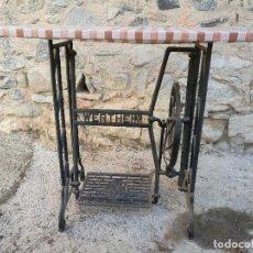 Antigüedades: PIE MÁQUINA COSER WERTHEIM, PRECIOSA MESA (VER FOTOS). Lote 149492026