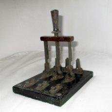 Antigüedades: ANTIGUO INTERRUPTOR DE PALANCA GAVE CON BASE DE MÁRMOL DE 19 X 13 CMS. A 30 AMPERIOS.. Lote 149502846