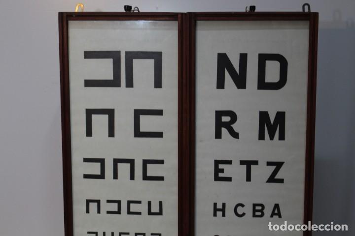 Antigüedades: Magnifico Optometro Ulloa Optico Madrid, símbolos a dos caras e iluminados, muy cuidado - Foto 3 - 149522486