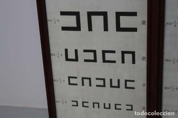 Antigüedades: Magnifico Optometro Ulloa Optico Madrid, símbolos a dos caras e iluminados, muy cuidado - Foto 12 - 149522486