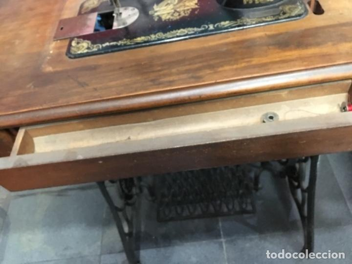 Antigüedades: Maquina de coser singer con mesa - Foto 12 - 149533214