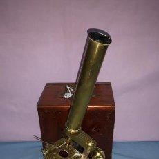 Antigüedades: MICROSCOPIO DE LATON ORIGINAL DE LA ÉPOCA. Lote 149566922