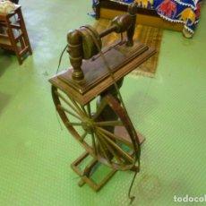 Antigüedades: ANTIGUA MAQUINA DE HILAR/RUECA.. Lote 149704346