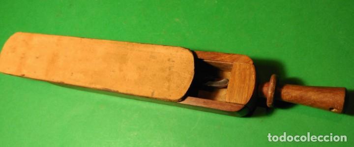 Antigüedades: Caja ataud con suavizador o afilador de cuero incorporado, con opcion a navaja de afeitar SHEFFIELD - Foto 2 - 149720110