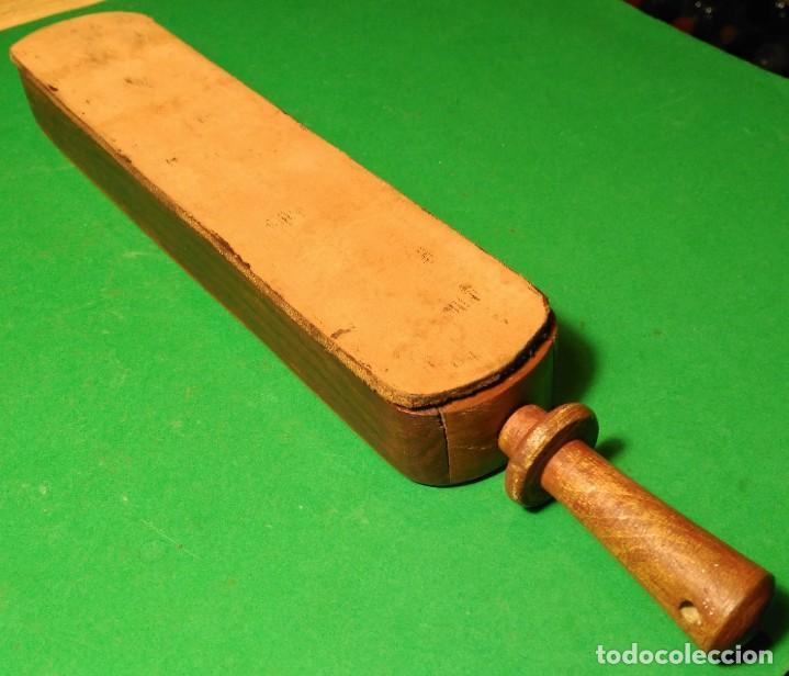 Antigüedades: Caja ataud con suavizador o afilador de cuero incorporado, con opcion a navaja de afeitar SHEFFIELD - Foto 3 - 149720110