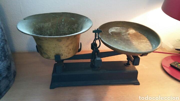 Antigüedades: Balanza antigua con 2 platos antiguas - Foto 2 - 149834510