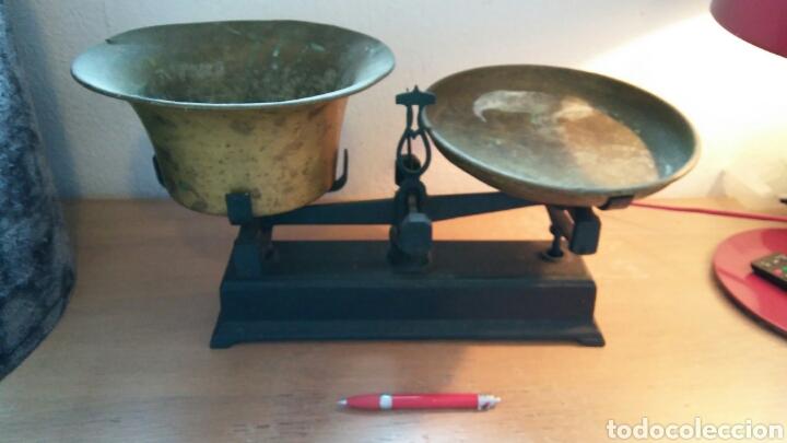 Antigüedades: Balanza antigua con 2 platos antiguas - Foto 4 - 149834510