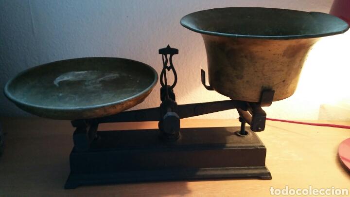 Antigüedades: Balanza antigua con 2 platos antiguas - Foto 12 - 149834510