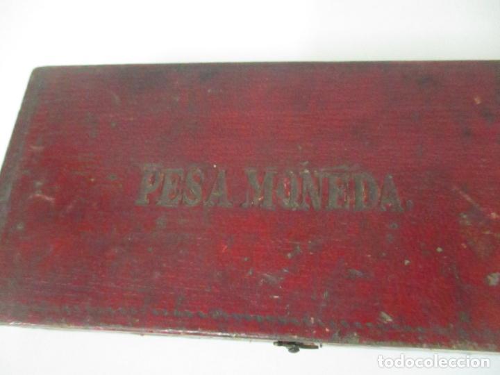 Antigüedades: Balanza - Bascula Pesa Monedas - con Pesas y Ponderales - con Caja de Madera - S. XIX - Foto 11 - 149930174