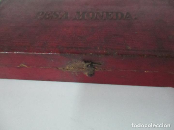 Antigüedades: Balanza - Bascula Pesa Monedas - con Pesas y Ponderales - con Caja de Madera - S. XIX - Foto 12 - 149930174