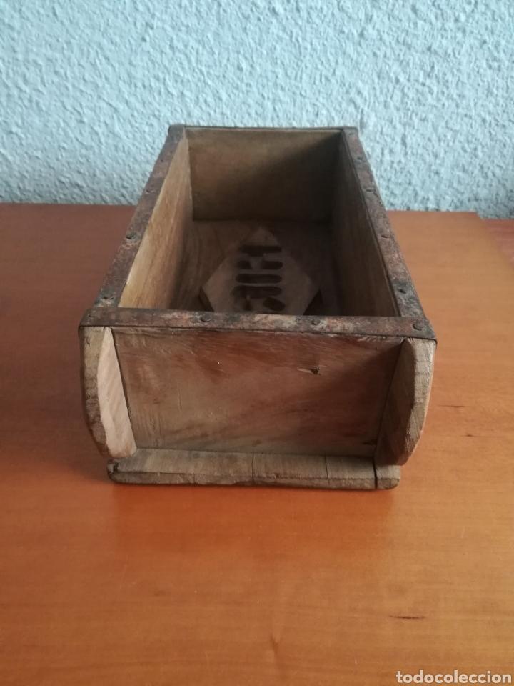 Antigüedades: Antiguo molde para la fabricación de ladrillos HIRA - Decoración rústica vintage - Foto 4 - 150076006