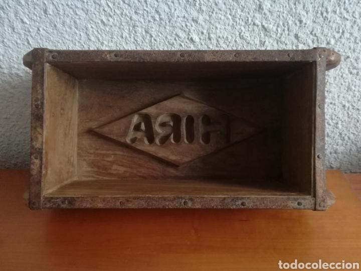 Antigüedades: Antiguo molde para la fabricación de ladrillos HIRA - Decoración rústica vintage - Foto 2 - 150076006