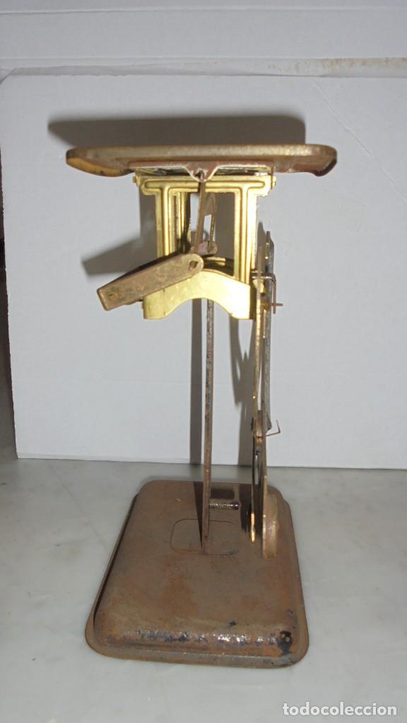 Antigüedades: (M) ANTIGUA BALANZA / BASCULA PARA PESAR CARTAS ...??? DE METAL Y HIERRO 15X10,5 CM. - Foto 2 - 150088150