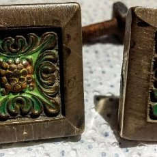 Antigüedades: ANTIGUOS TIRADORES/POMO/ EMBELLECEDORES DE MUEBLE DE METAL. AÑOS 60. Lote 150194334