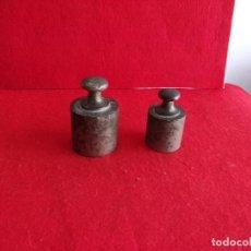 Antigüedades: 2 ANTIGUAS PESAS,ESPAÑOLAS DE 1 KILO Y 1/2 KILO. Lote 150253878