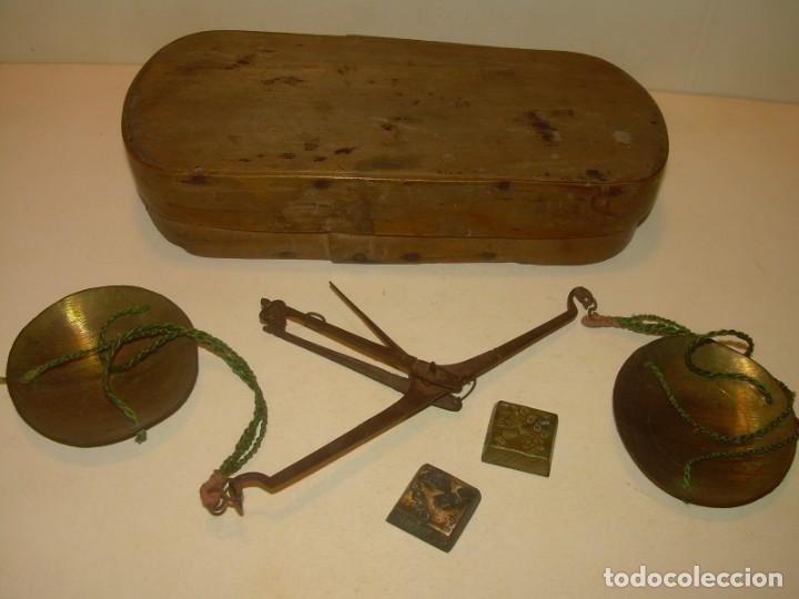 Antigüedades: ANTIGUA BALANZA CON DOS PESAS CUÑOS DE BARCELONA..CON SU CAJA ORIGINAL. - Foto 4 - 150308378