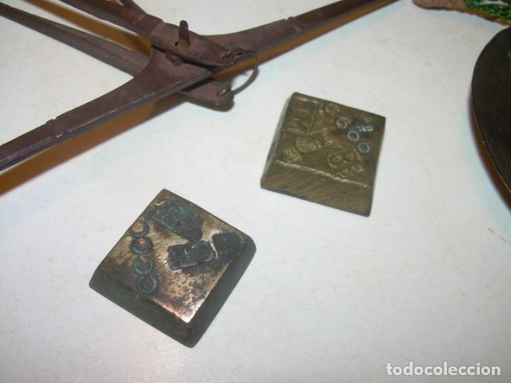 Antigüedades: ANTIGUA BALANZA CON DOS PESAS CUÑOS DE BARCELONA..CON SU CAJA ORIGINAL. - Foto 5 - 150308378