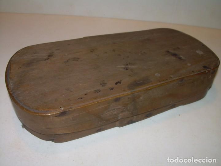 Antigüedades: ANTIGUA BALANZA CON DOS PESAS CUÑOS DE BARCELONA..CON SU CAJA ORIGINAL. - Foto 10 - 150308378
