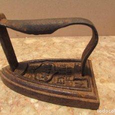 Antigüedades: PLANCHA FRANCESA DE HIERRO MACIZO, PARA CALENTAR POR CONTACTO. ANTIGUA.GRANDE. Lote 150328474