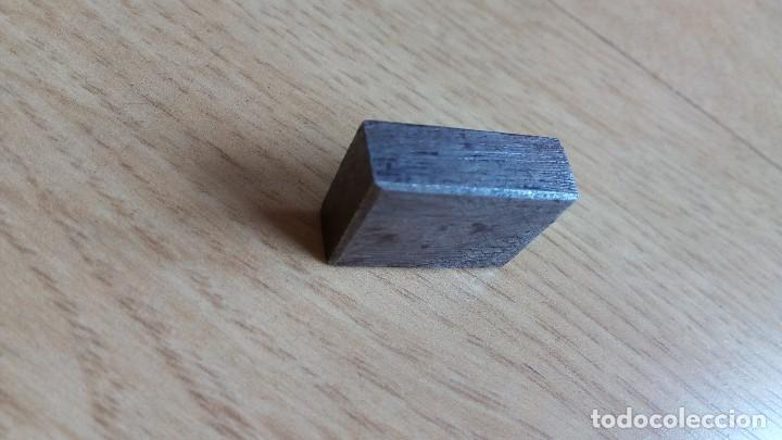 Antigüedades: Siglo XIX, pieza metal. Iniciales. Imprenta. Sello - Foto 2 - 150552518