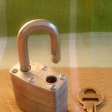 Antigüedades: ANTIGUO CANDADO MASTER LOCK. U.S.A. PERFECTO Y FUNCIONANDO. CON SU LLAVE LIMPIADO Y ENGRASADO.. Lote 150616562