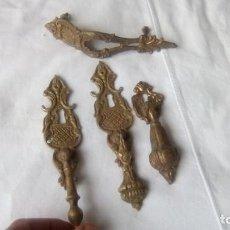 Antigüedades: LOTE DE 4 TIRADORES BRONCE ANTIGUOS . Lote 150664130