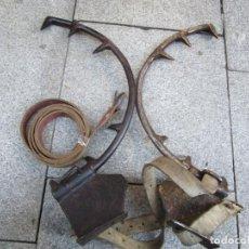 Antigüedades: PAREJA DE ANTIGUOS GRAMPONES, GANCHOS TREPAR ARBOLES POSTES ETC, EXCELENTE CONSERVACION + INFO FOTOS. Lote 150813822