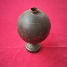 Antigüedades: BOLA REMATE BRONCE. Lote 150825217