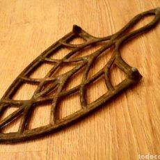 Antigüedades: ANTIGUA BASE, SOPORTE PARA PLANCHA. Lote 150836554