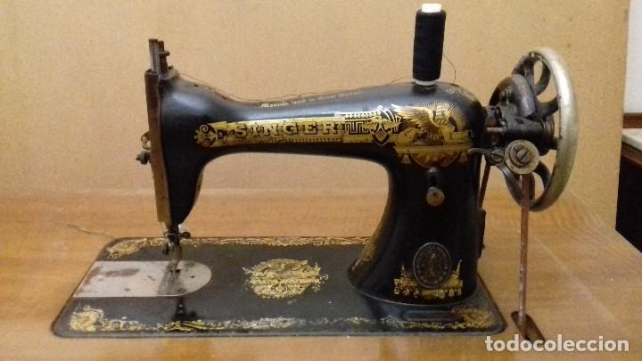 Antigüedades: Máquina de coser Singer funcionando - Foto 2 - 150842270
