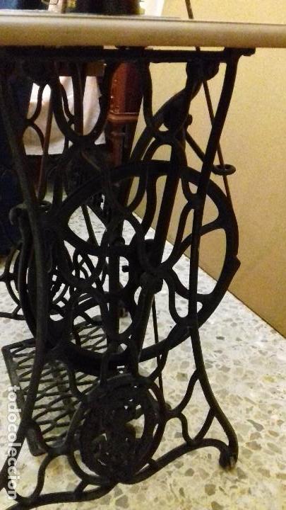 Antigüedades: Máquina de coser Singer funcionando - Foto 3 - 150842270