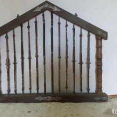 Antigüedades: VERJA EN HIERRO FORJADO ANTIGUO. Lote 150846238