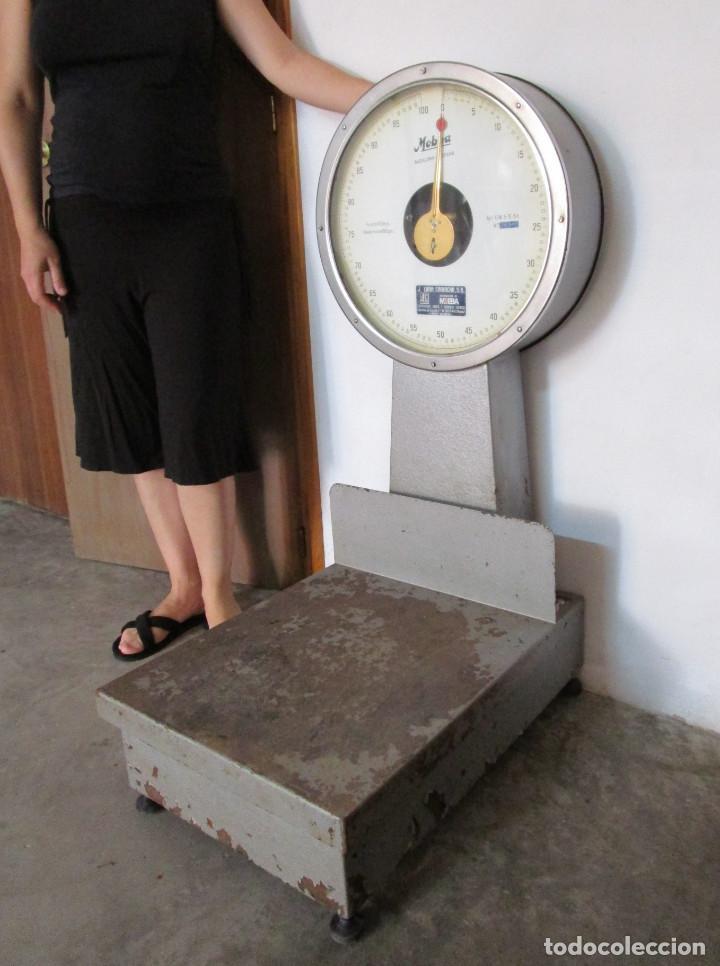 ENORME BASCULA INDUSTRIAL MOBBA BADALONA 100 KILOS !!!!! (Antigüedades - Técnicas - Medidas de Peso - Básculas Antiguas)