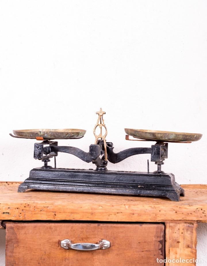 BALANZA DE HIERRO FUNDIDO ANTIGUA (Antigüedades - Técnicas - Medidas de Peso - Balanzas Antiguas)