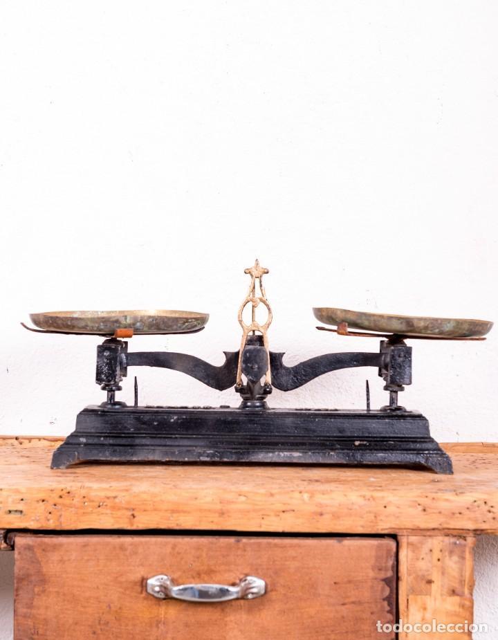 Antigüedades: Balanza De Hierro Fundido Antigua - Foto 2 - 151103346