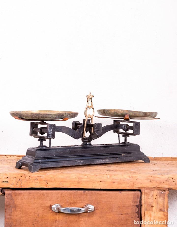 Antigüedades: Balanza De Hierro Fundido Antigua - Foto 3 - 151103346
